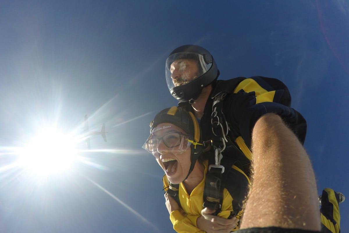 15,000ft Skydiving Experience Along The Devon Coastline With Souvenir Photos   Virgin Experience Days Voucher