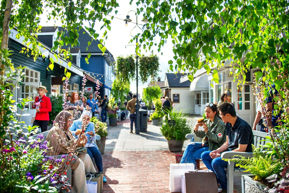 Luxury Designer Shopping Experience with Lunch at Bicester Village