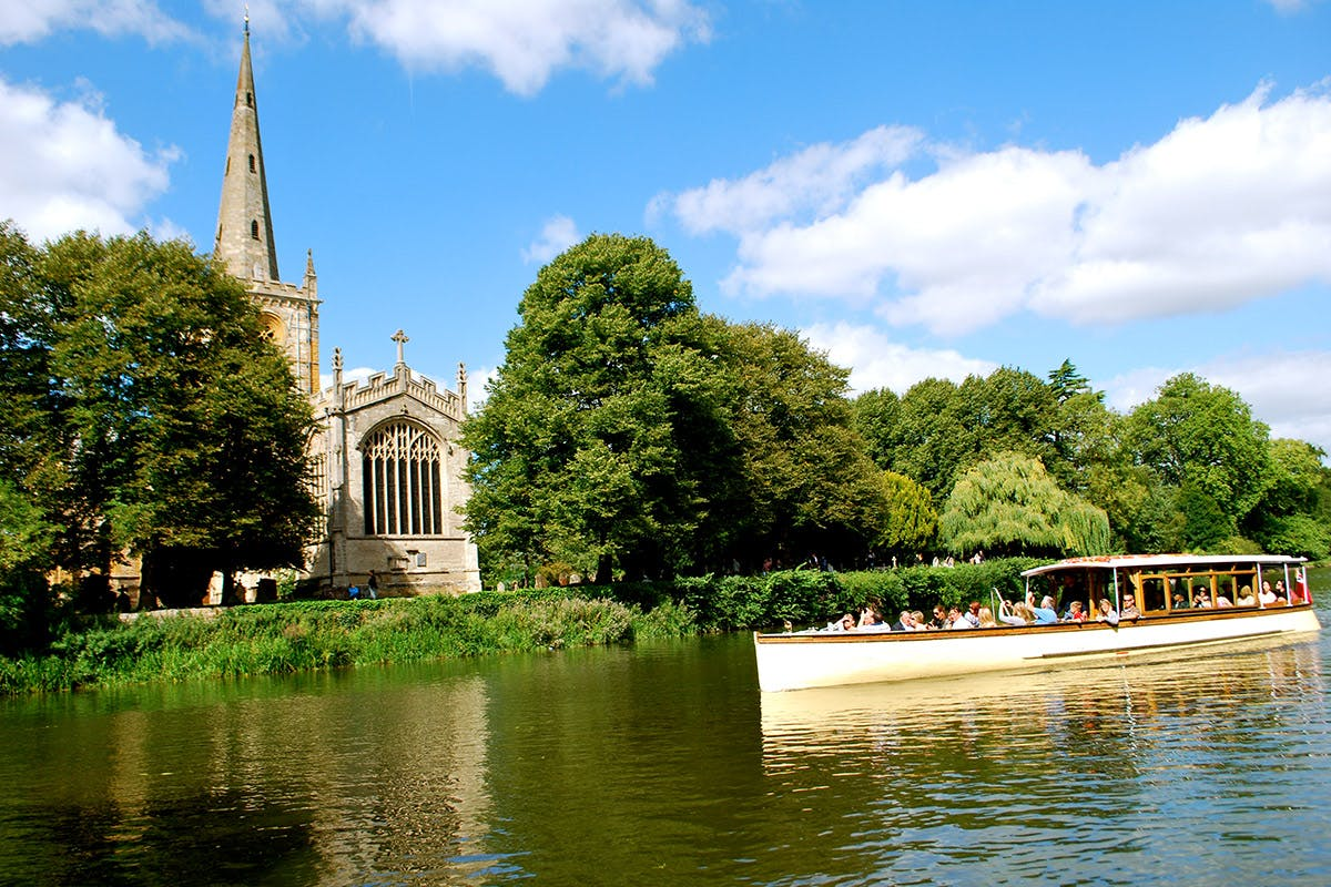 Stratford-upon-Avon River Sightseeing Cruise and Finest Wine Tasting for Two