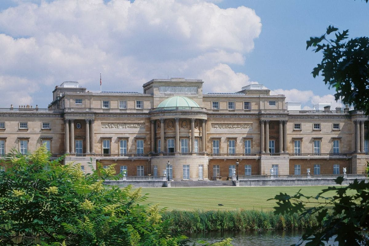 Visit to Buckingham Palace Gardens with Afternoon Tea Picnic for Two